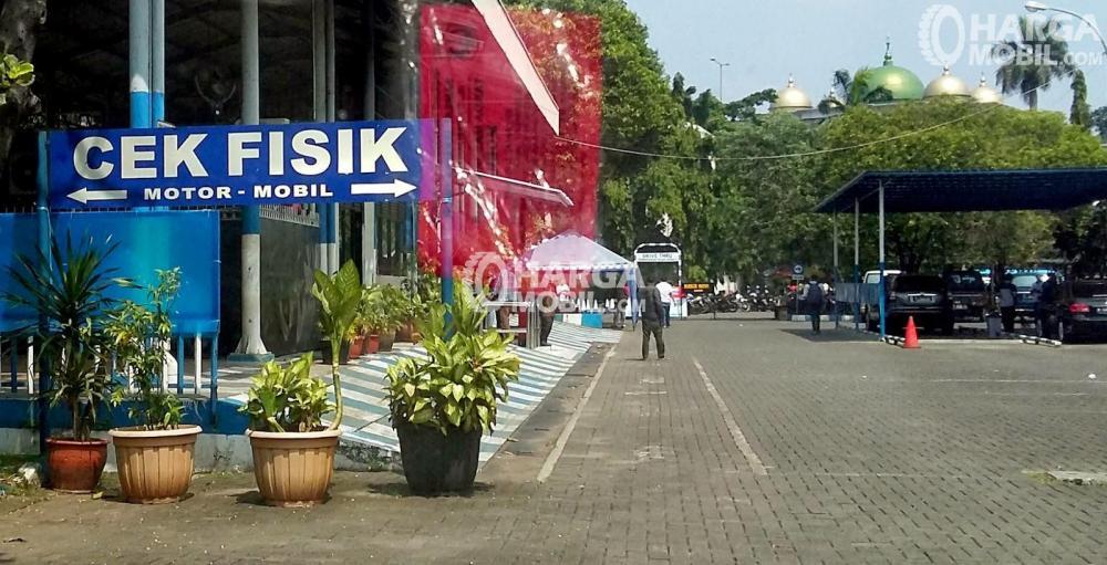 Tempat cek fisik kendaraan di kantor Samsat