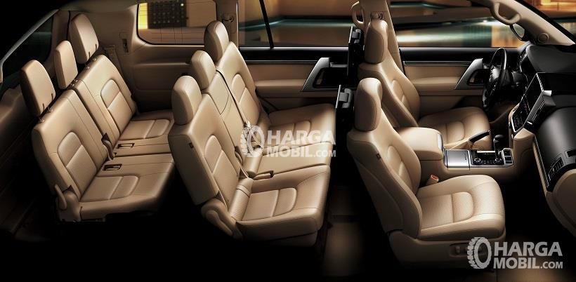 Gambar ruang kursi mobil Toyota Land Cruiser 2017