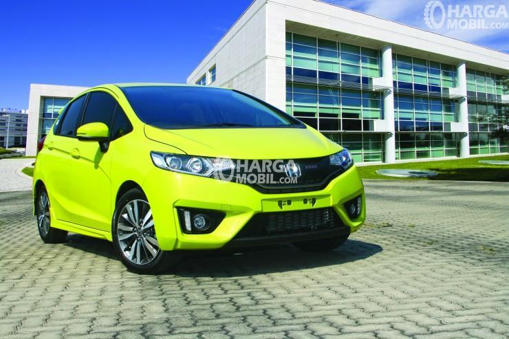 5 Mobil Murah Irit Bahan Bakar Terbaik Di Indonesia