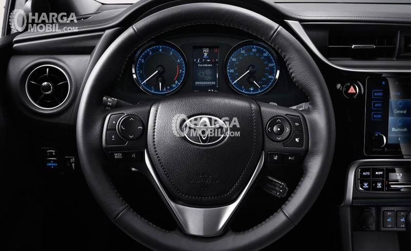 Gambar setir mobil Toyota Corolla Altis Facelift 2017 berwarna hitam