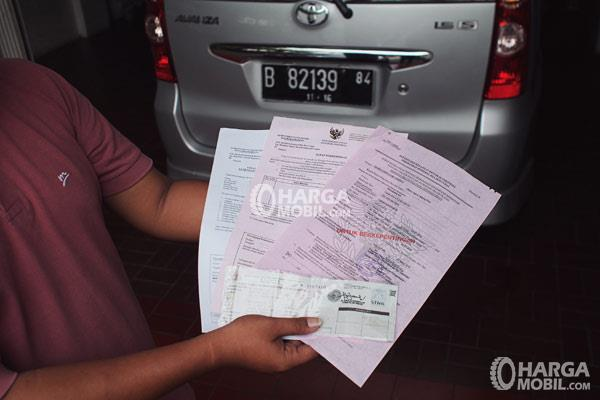 Periksa Kelengkapan Dokumen Ini Sebelum Membeli Mobil Bekas