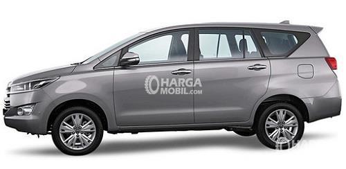 Desian bagian samping mobil Toyota Venturer 2017 berwarna silver