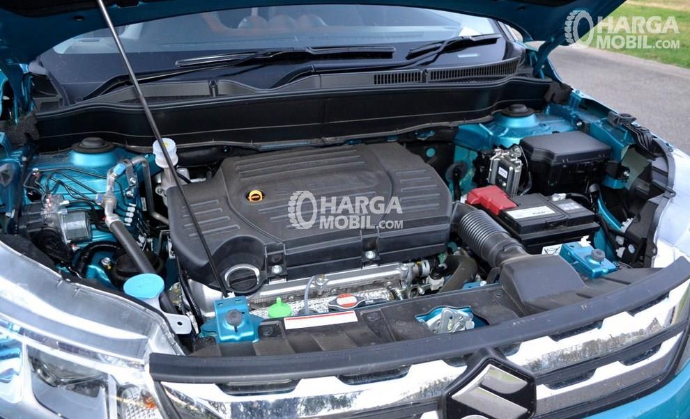 Gambar mesin mobil Suzuki Grand Vitara 2017 berwarna hitam