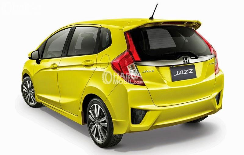 Desain bagian belakang mobil Honda Jazz 2015 berwarna kuning