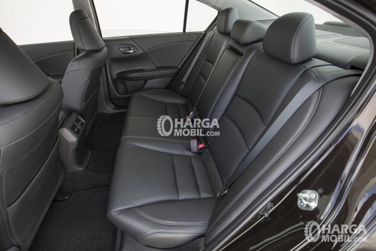 Gambar bagian kursi Honda Accord 2016 dengan warna utama yaitu hitam