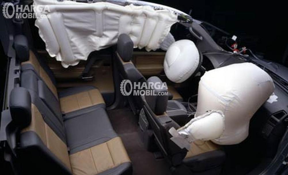 Gambar menunjukkan fitur keselamatan mobil BMW X1 2012
