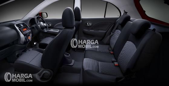 Gambar bagian kursi mobil Nissan March 2016 dengan jok berwarna abu-abu