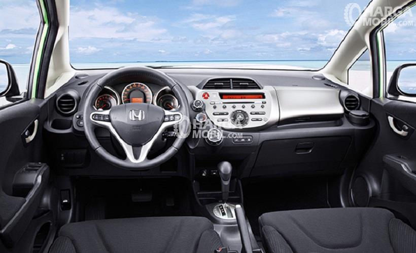 Gambar bagian dashboard mobil Honda Jazz 2014