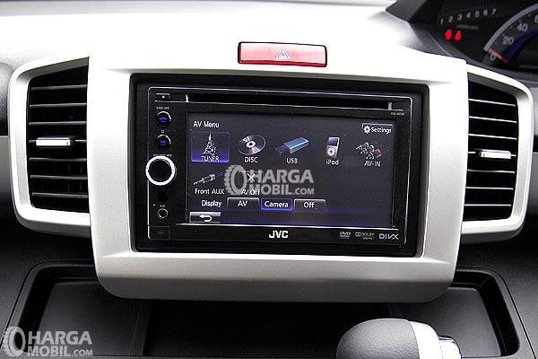Gambar  layar di mobil Honda Freed 2016 dengan berbagai fitur unggulan di dalamnya