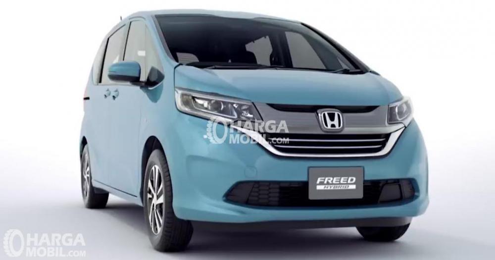 Gambar  mobil Honda Freed 2016 berwarna biru dilihat dari bagian depan