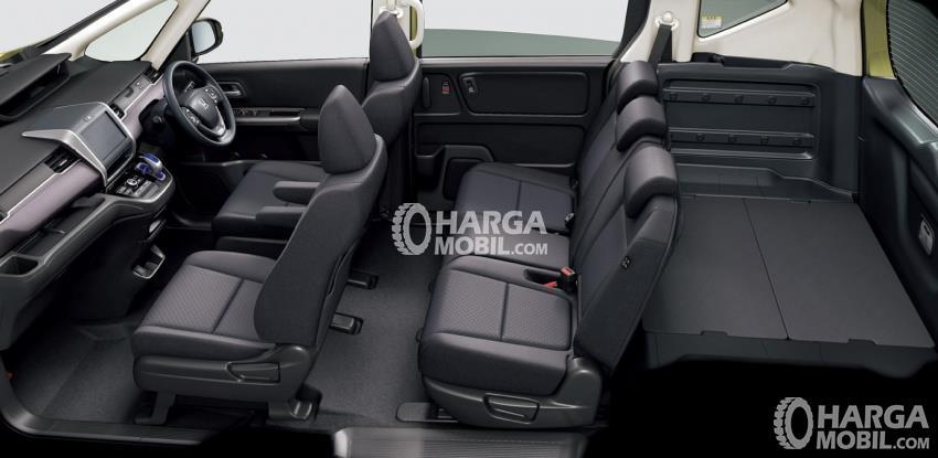 Gambar bagian kursi mobil Honda Freed 2016 dengan warna utama yaitu hitam
