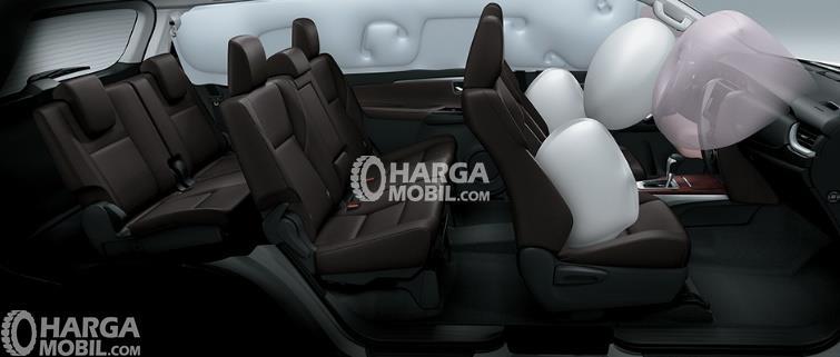 Gambar fitur airbag di bagian kursi depan mobil Toyota Fortuner 2016