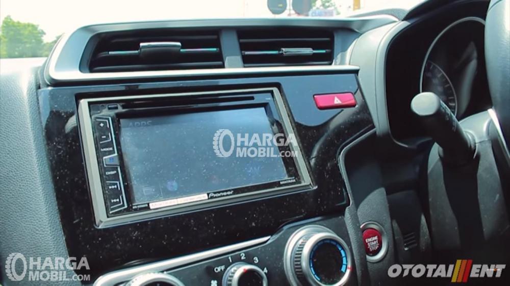 Gambar bagian head unit mobil Honda Jazz 2015