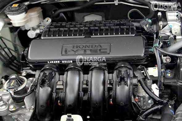 Gambar bagian mesin mobil Honda Jazz 2015 berwarna hitam