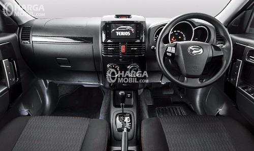Gambar bagian dashboard mobil Daihatsu Terios 2016 berwarna hitam
