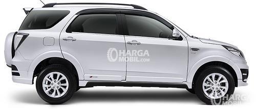 Gambar bagian samping mobil Daihatsu Terios 2016 berwarna putih