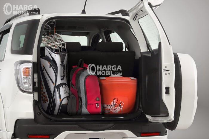 Gambar ruang bagasi mobil Toyota Rush 2016