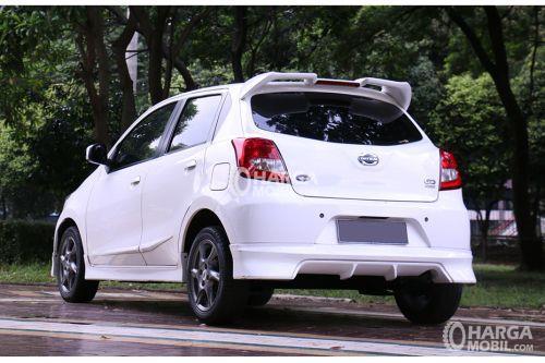 Gambar bagain belakang mobil Datsun Go Panca 2015 berwarna putih