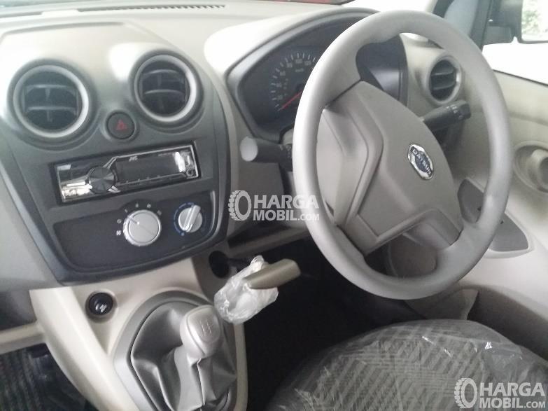 Gambar bagian dashboard mobil Datsun Go Panca 2015 berwarna abu-abu