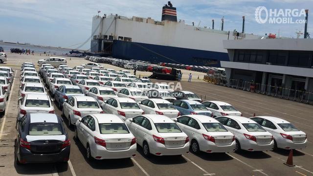 gambar menunjukkan Mobil Toyota siap dikirim ke mancanegara