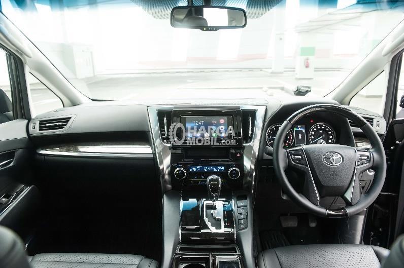 Gambar bagian dashboard mobil Toyota Vellfire 2016 berwarna hitam di bagian interior