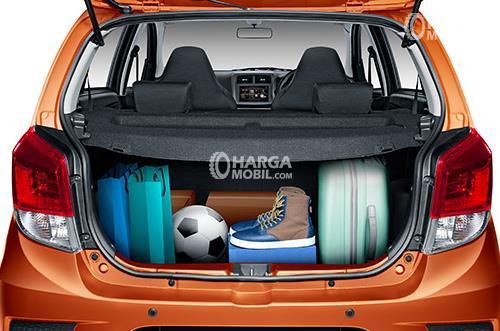 Gambar ruang bagasi mobil Daihatsu Ayla 2017