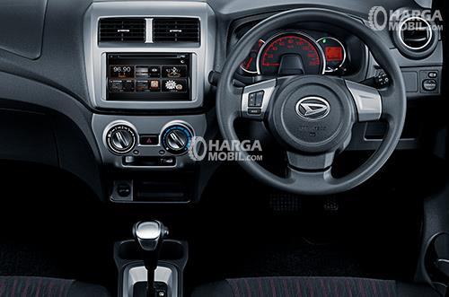 Gambar bagian dashboard mobil Daihatsu Ayla 2017 dengan berbagai fitur