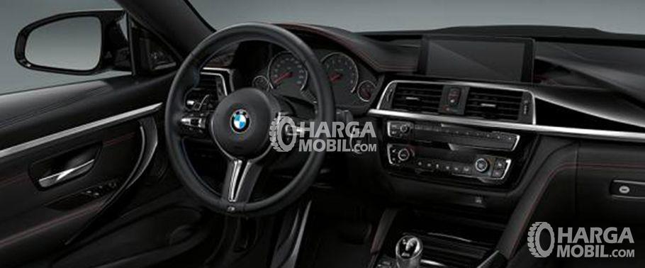 Gambar bagian dashboard mobil BMW M4 2017