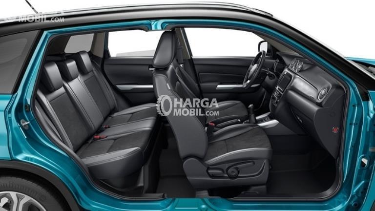 Gambar bagian kursi mobil Suzuki Vitara Breeza 2018 dengan kulit berwarna hitam