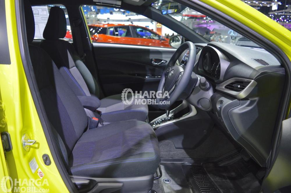 gambar bagian kursi mobil  Toyota Yaris 2018 TRD Sportivo