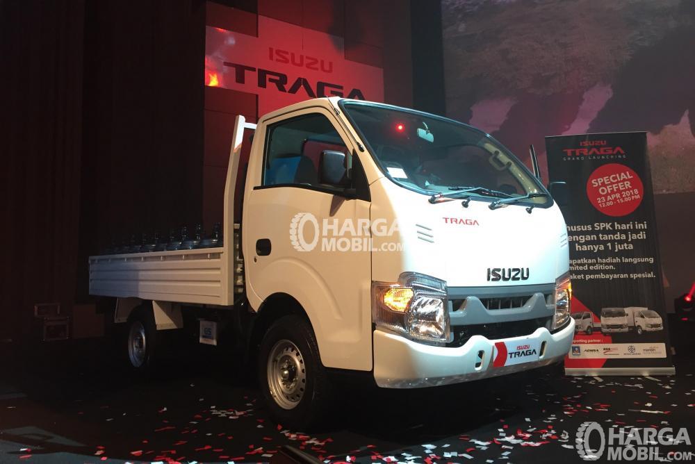 Isuzu Traga menggantikan Isuzu Bison yang telah 8 tahun mengaspal di Indonesia
