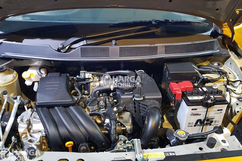gambar bagian mesin mobil Datsun Cross 2018