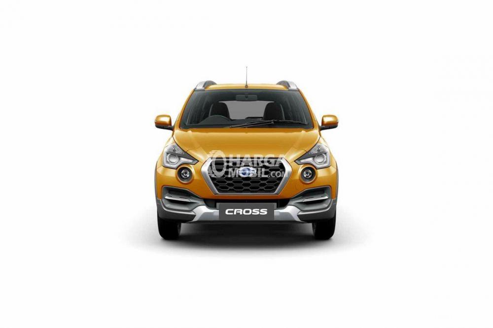 gambar bagian depan Datsun Cross 2018 berwarna kuning dilihat dari sisi depan
