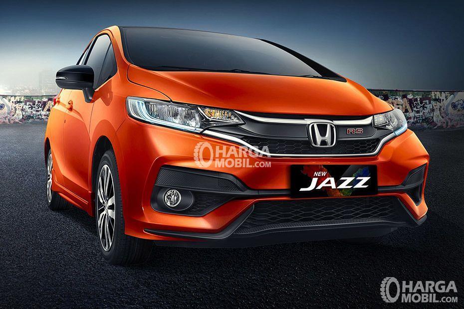 gambar bagian depan honda jazz 2017 berwarna orange dilihat dari sisi depan