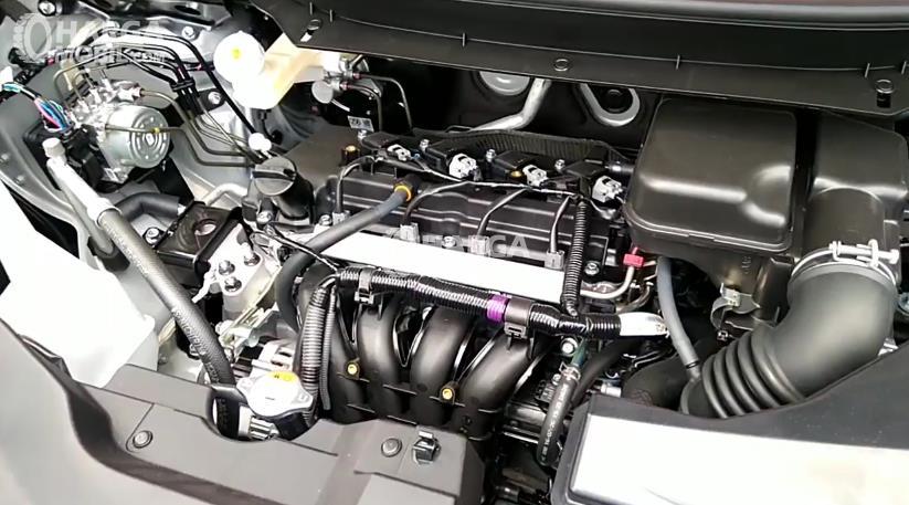 Gambar ini menunjukkan mesin mitsubishi Xpander dengan beberapa komponen terlihat di dalamnya