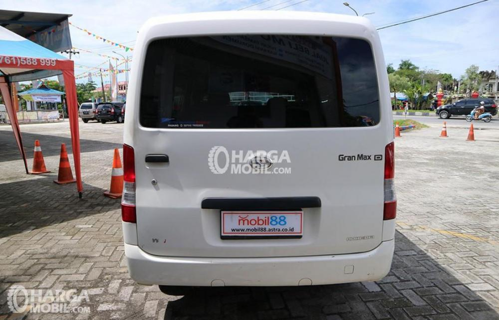 gambar bagian belakang daihatsu gran max minibus 2017 di pameran mobil bekas