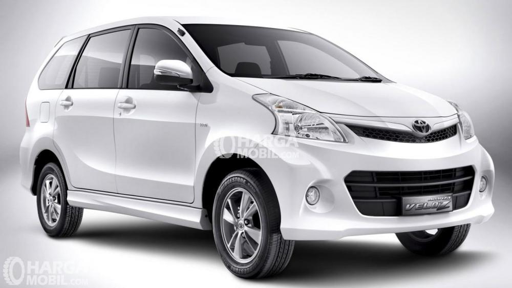 Toyota Avanza Veloz warna putih