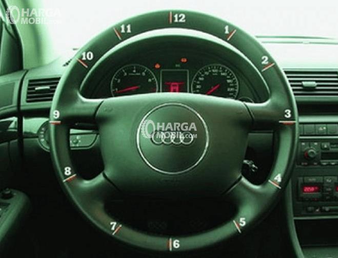 Gambar ini menunjukkan kemudi Mobil dengan terdapat angka  sampai 12