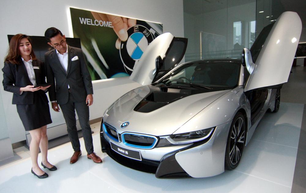 Gambar BMW i8 di dealer