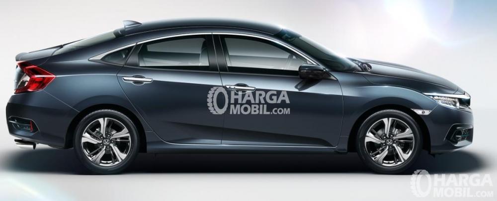 Sisi Samping Honda Civic 2017 Dengan Lekukan Stylis