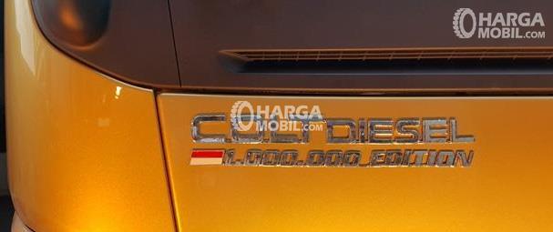 gambar logo 1.000.000 edition di bagian depan mitsubishi colt diesel limited edition 2017