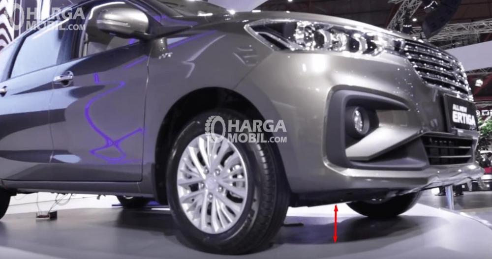 Gambar ini menunjukkan Suzuki All New Ertiga 2018 dengan warna silver