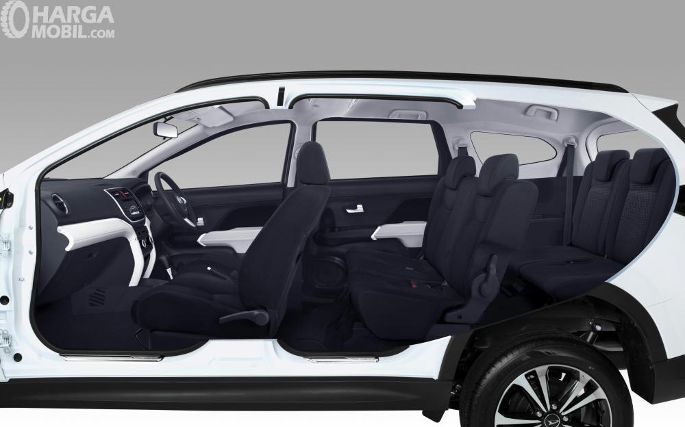 Kabin Daihatsu All New Terios 2018 Dengan Dominasi Warna Gelap Elegan