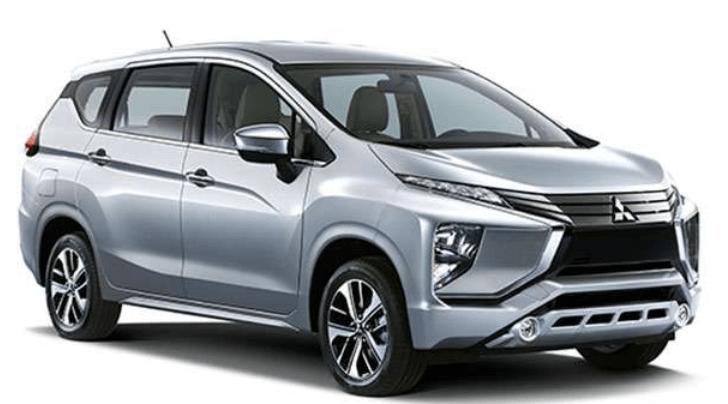 Gambar ini meunjukkan Mitsubishi Xpander warna silver tampak depan