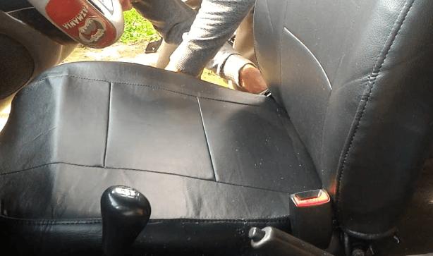Gambar ini menunjukkan Jok Mobil Faihatsu Xenia yang telah dilapisi