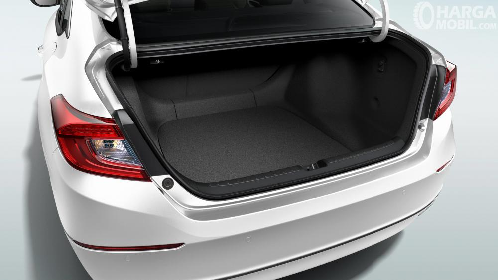 Honda Accord Hybrid 2018 Memiliki Bagasi Yang Cukup Luas Untuk Kelas Sedan