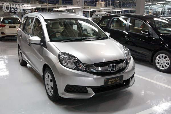 Honda Mobilio S 2017 yang dijual di salah satu diler mobil bekas