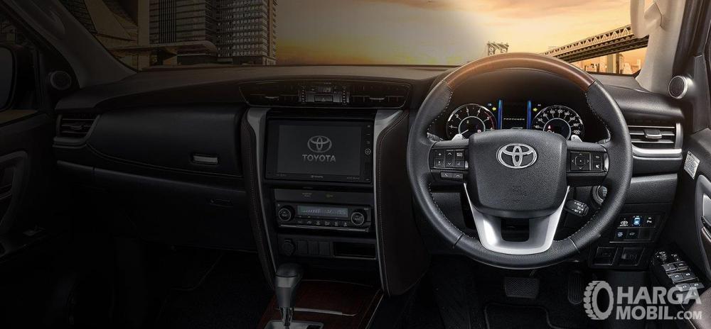 Toyota Fortuner TRD 2018 Memiliki Dashboard Bertingkat