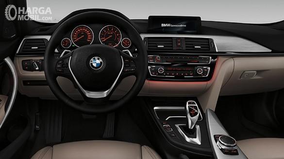 BMW 320i 2018 Memiliki Dashboard Dengan Material Soft Touch