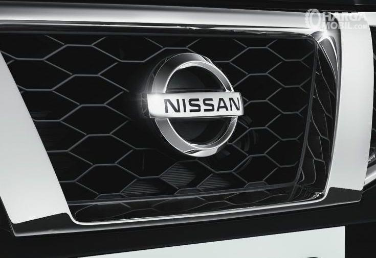 Nissan Terrano Grille